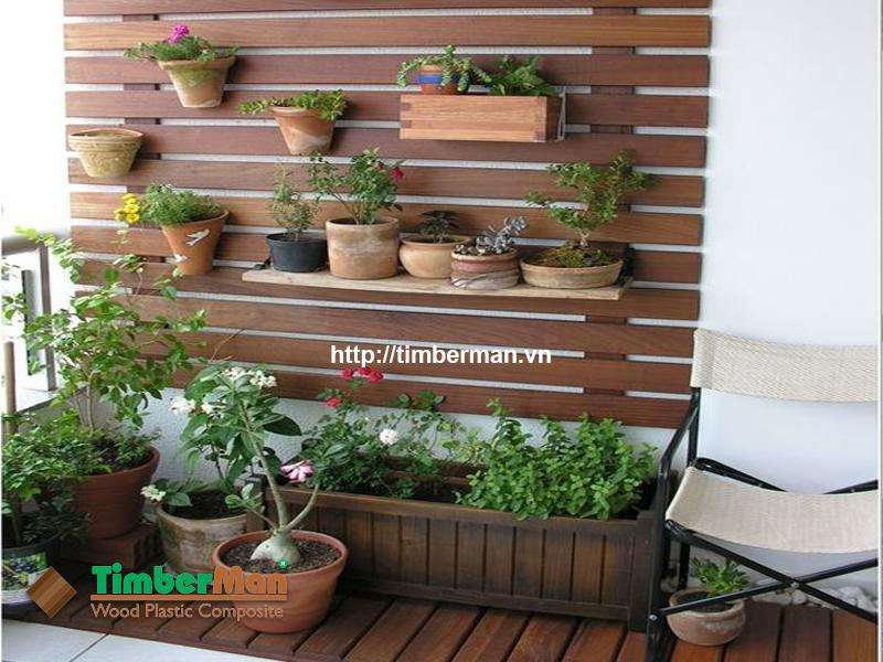 Ban công nhỏ xinh với thiết kế độc đáo từ gỗ nhựa ngoài trời