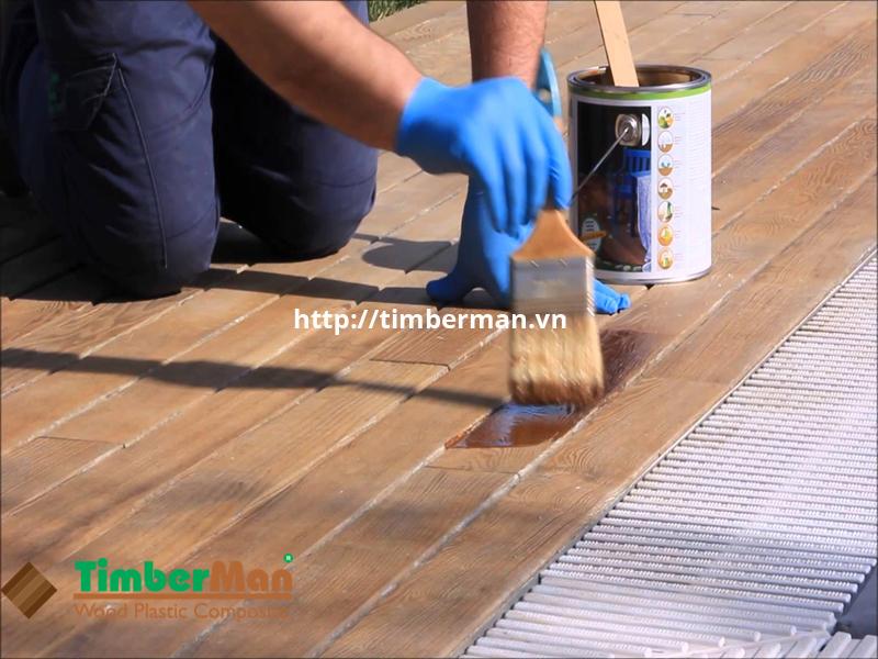 Nên sơn lại sàn gỗ ngoài trời sau một thời gian dài sử dụng để tăng tính thẩm mỹ